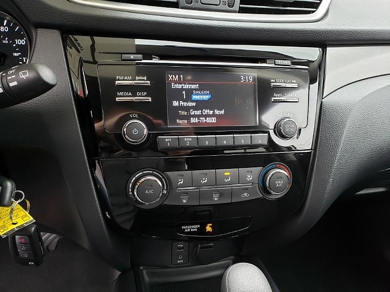 Nissan Rogue 2016 price $17,900