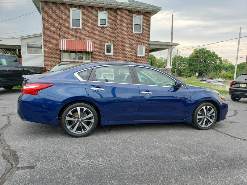 Nissan Altima 2016 price $15,900