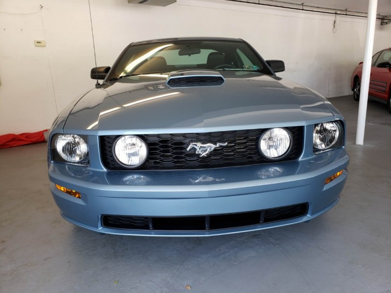 Ford Mustang 2006 price $17,900