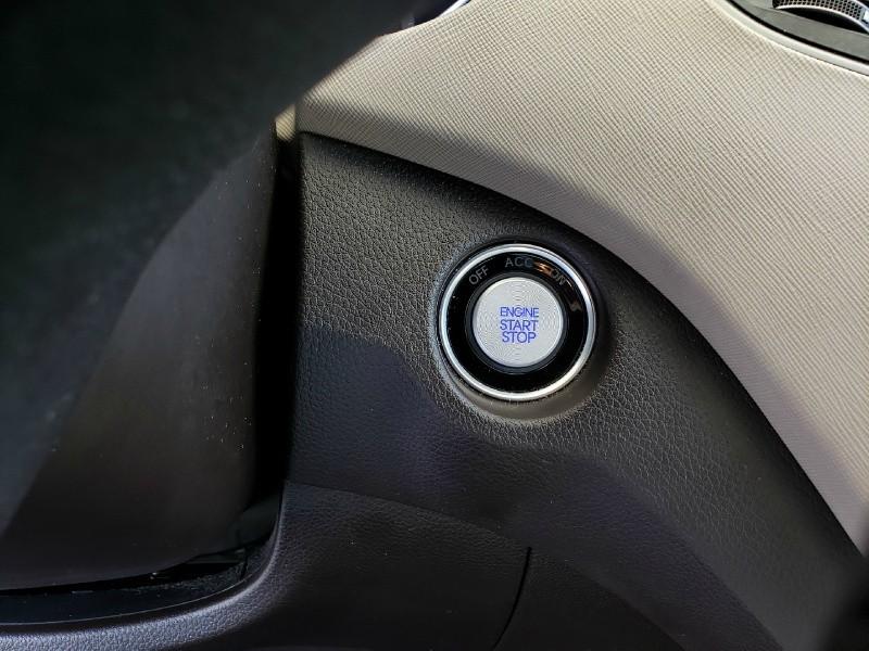 Hyundai Santa Fe Sport 2017 price $21,900