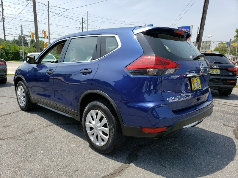 Nissan Rogue 2017 price $17,900