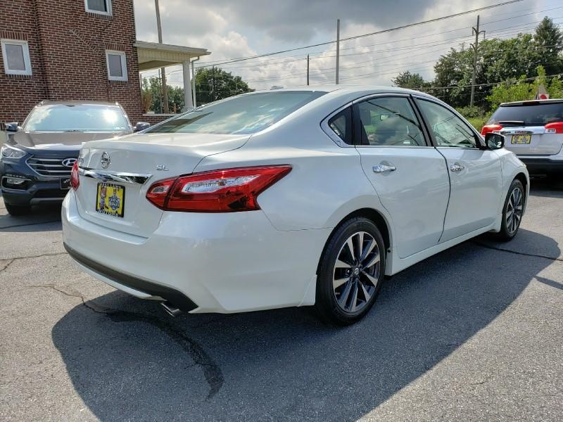 Nissan Altima 2016 price $18,900