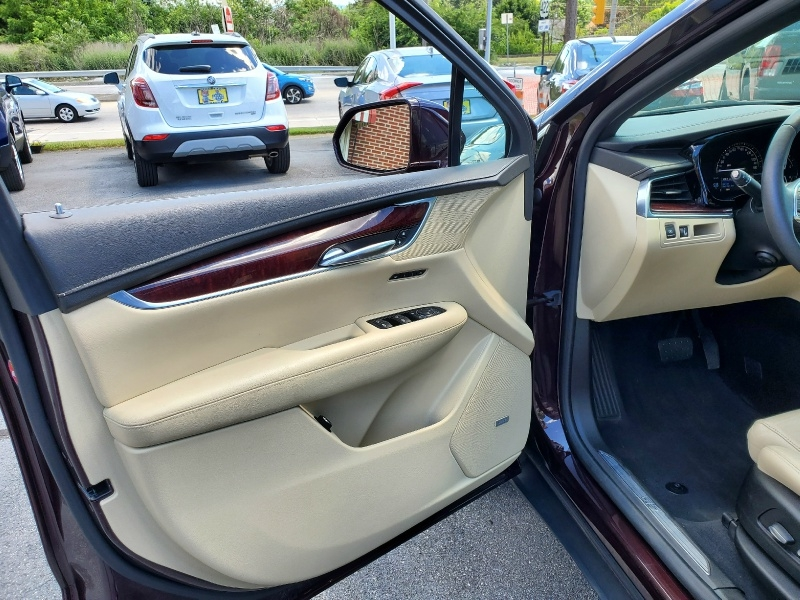 Cadillac XT5 2017 price $31,900