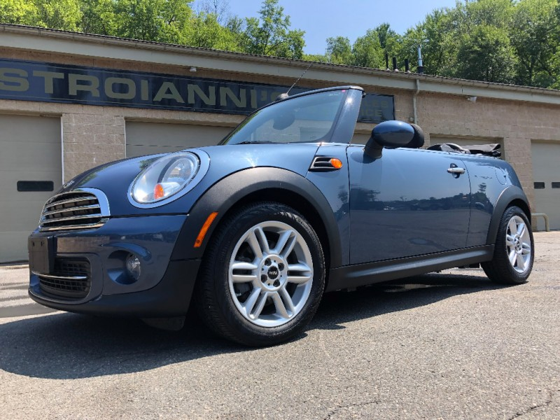 Mini Cooper Convertible 2011 price $9,900