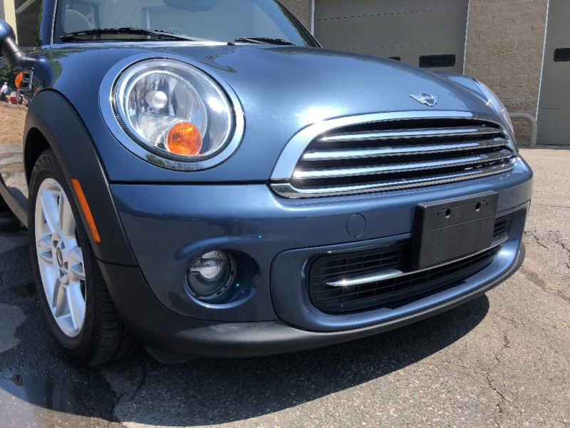 Mini Cooper Convertible 2011 price $9,995