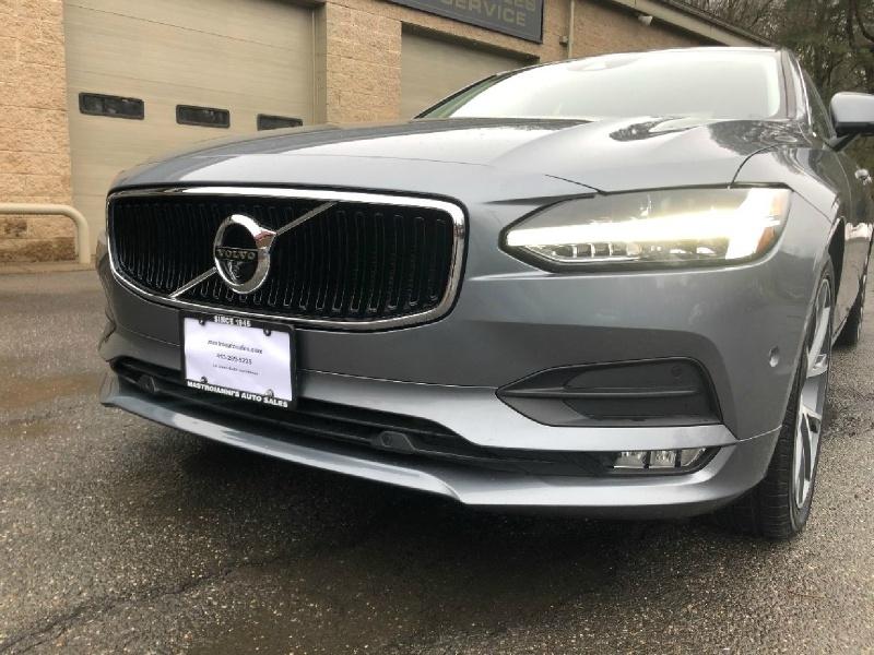 Volvo S90 2017 price $27,900