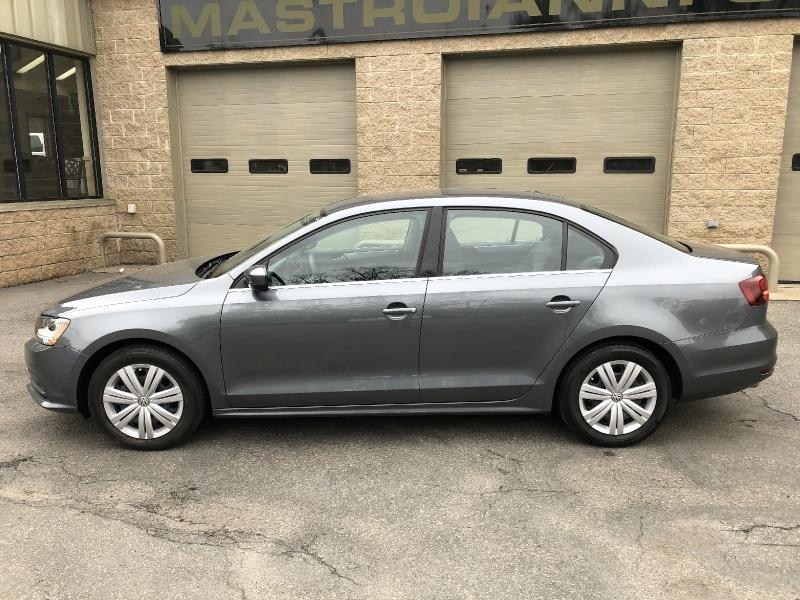 Volkswagen Jetta 2017 price $13,800