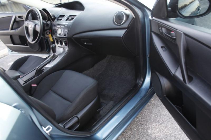 Mazda 3 2011 price $4,900