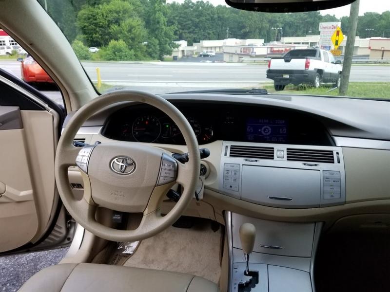 Toyota Avalon 2005 price $950