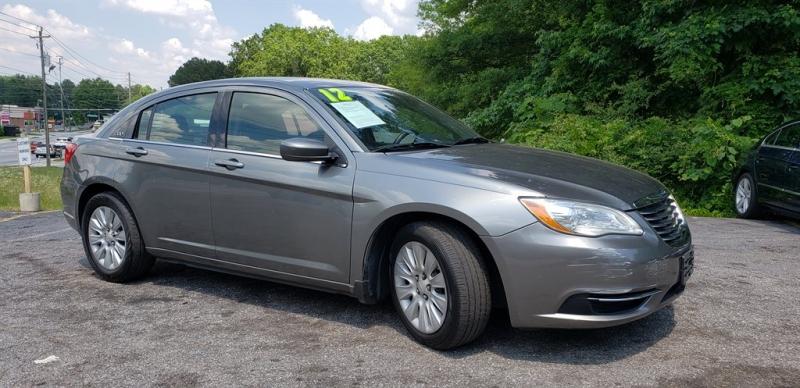 Chrysler 200 2012 price $900