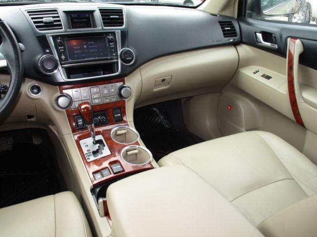 Toyota Highlander 2013 price $18,558