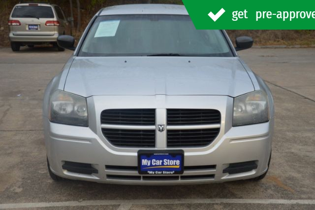 Dodge Magnum 2005 price $8,245