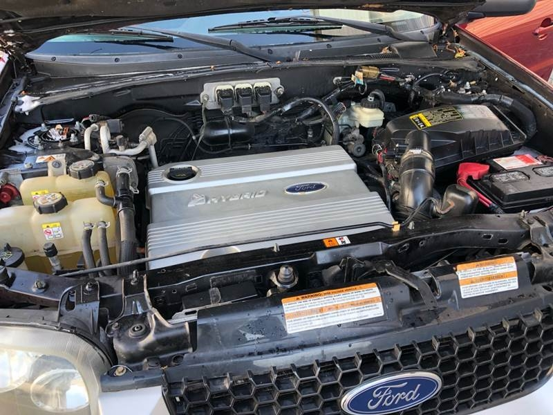 Ford Escape Hybrid 2006 price $2,900