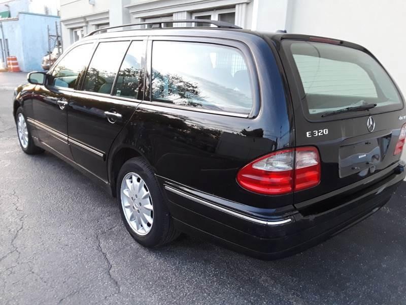 Mercedes-Benz E-Class 2000 price $2,600