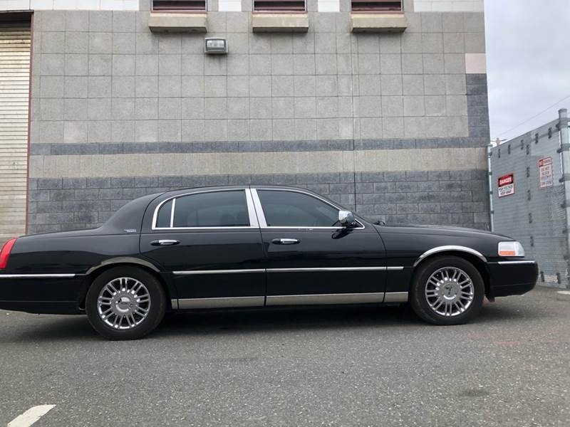 Lincoln Town Car 2008 price $2,400