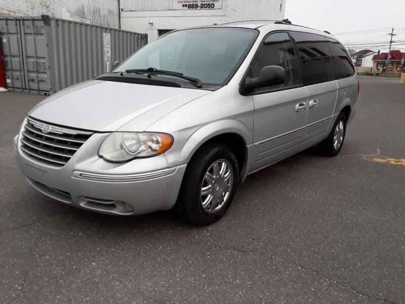 Chrysler Town and Country 2006 price $2,950