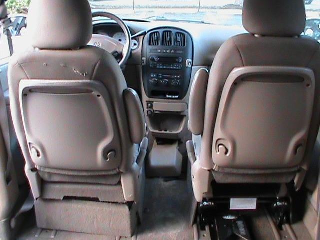 Dodge Grand Caravan 2003 price $11,900