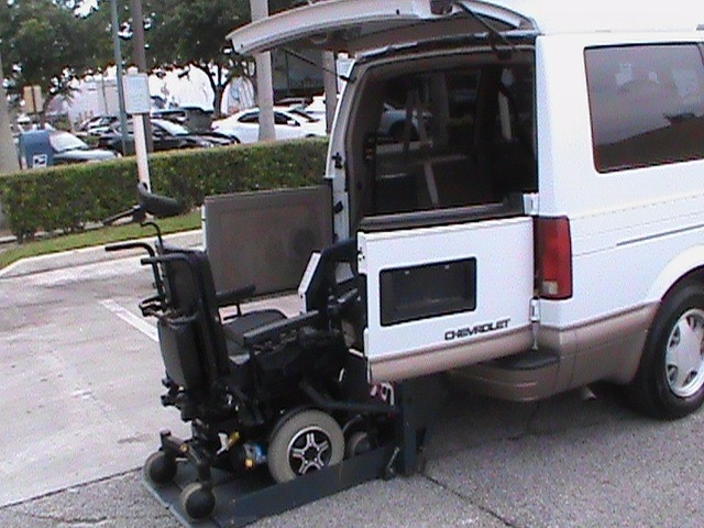 1999 chevrolet astro wheelchair accessible handicap van for Wheelchair accessible homes for sale in florida