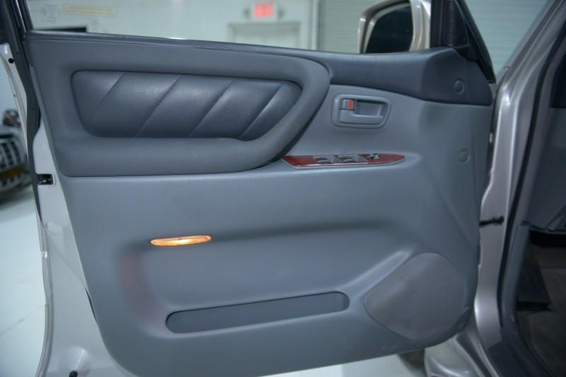 Toyota Land Cruiser 2000 price $9,937