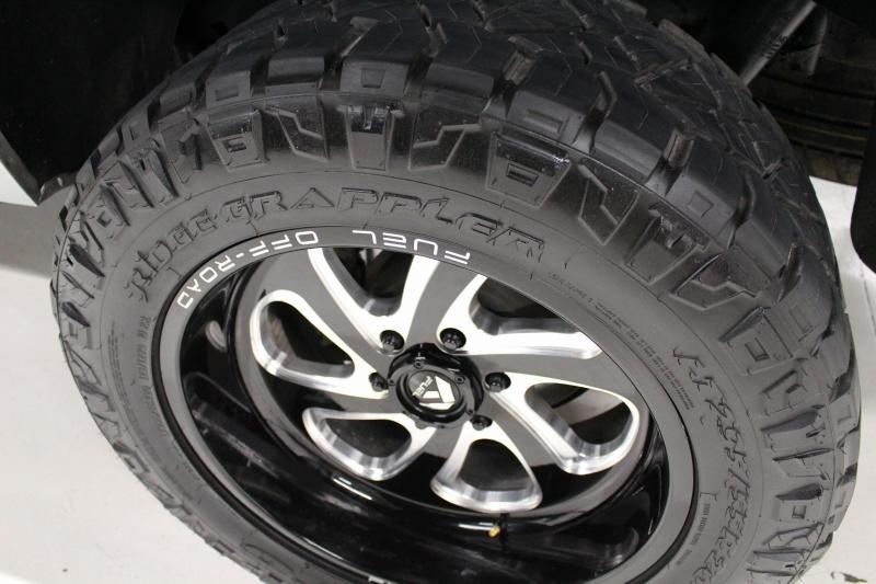 GMC Yukon XL 2015 price $28,950