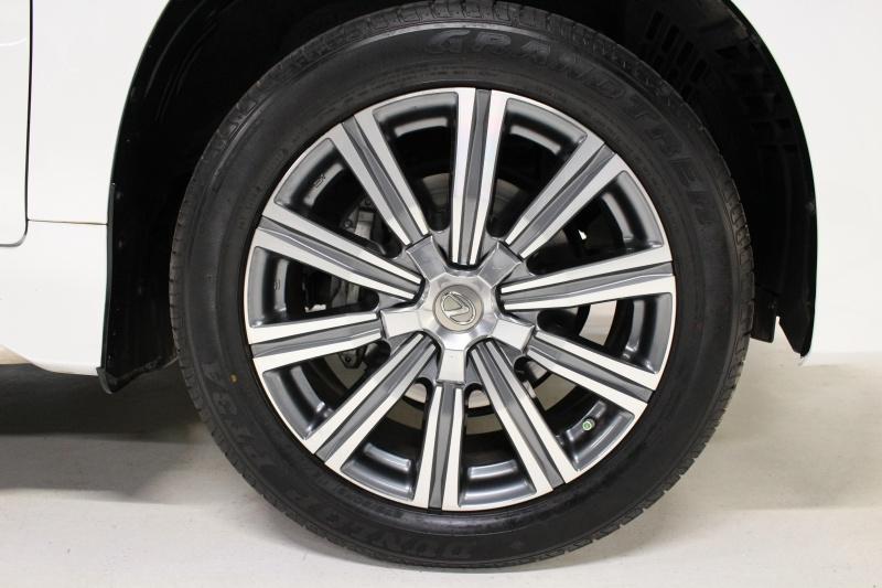 Lexus LX 570 2016 price $63,950