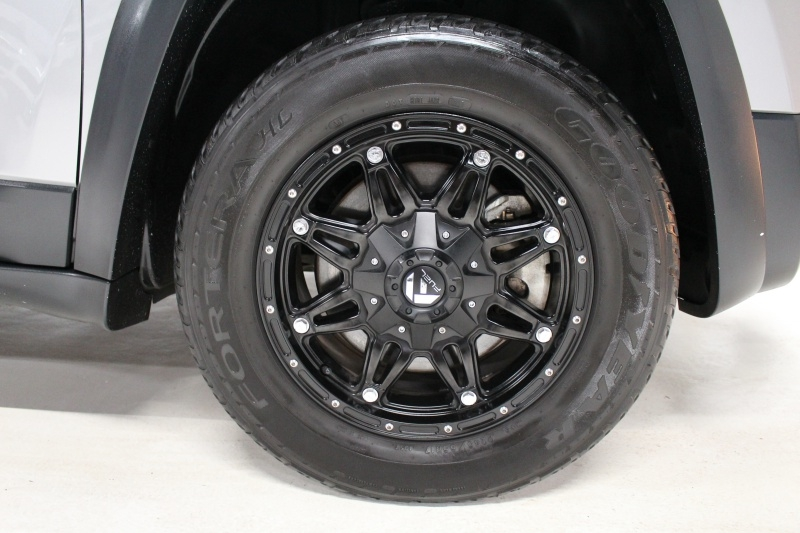 Jeep Cherokee 2015 price $16,950