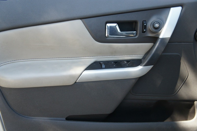 Ford Edge 2011 price $8,900