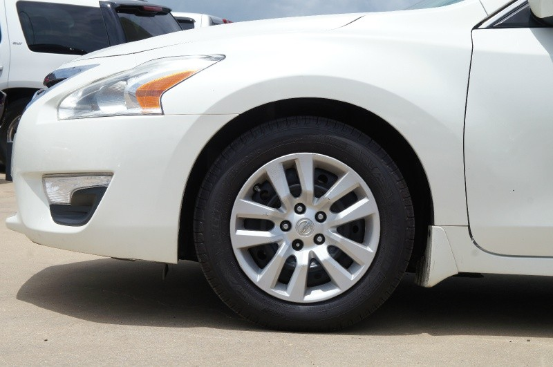 Nissan Altima 2015 price $12,950