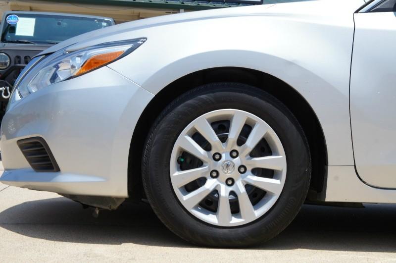 Nissan Altima 2017 price $14,900