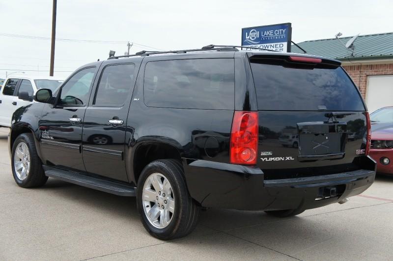GMC Yukon XL 2011 price $15,900