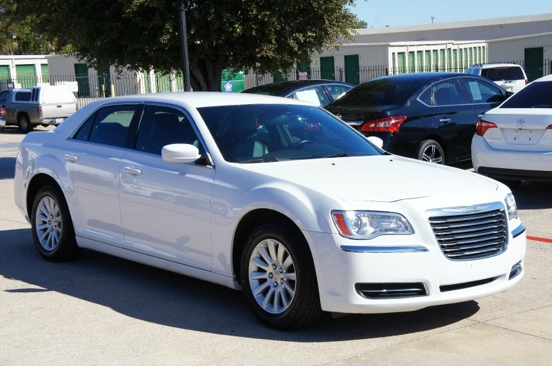 Chrysler 300 2014 price $13,500