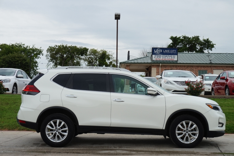 Nissan Rogue 2017 price $18,995