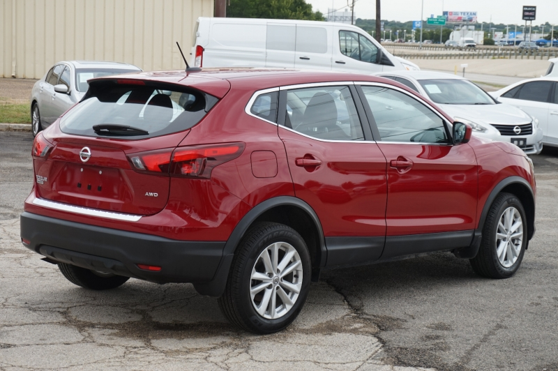 Nissan Rogue Sport 2018 price $19,900