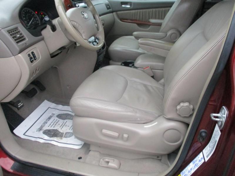 TOYOTA SIENNA 2004 price $5,495