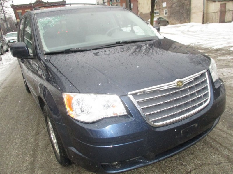 CHRYSLER TOWN & COUNTRY 2009 price $5,995