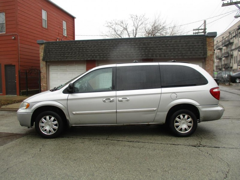 CHRYSLER TOWN & COUNTRY 2007 price $2,495