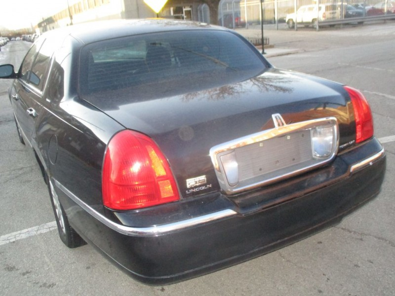 LINCOLN TOWN CAR 2007 price $2,999
