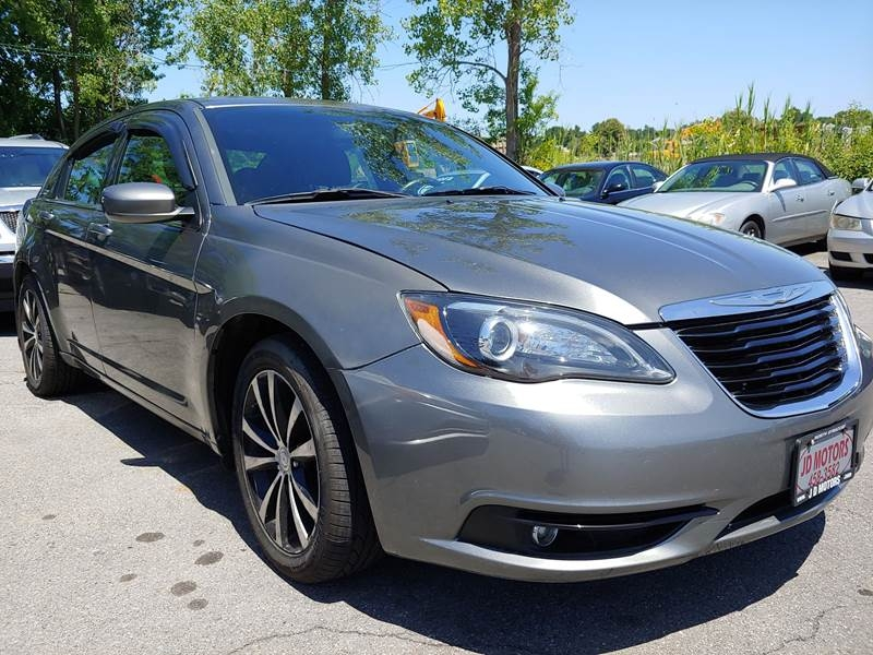 Chrysler 200 2012 price $7,997