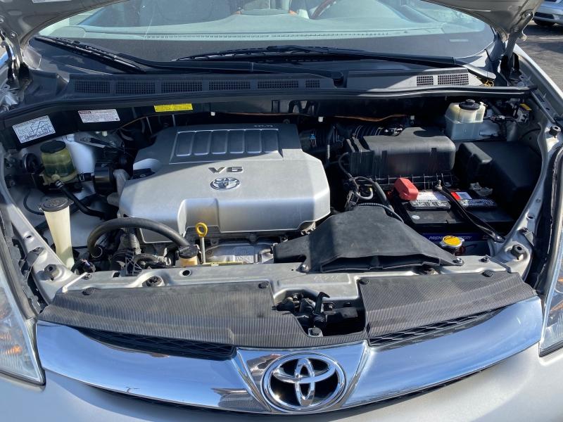 Toyota Sienna 2008 price $5,500