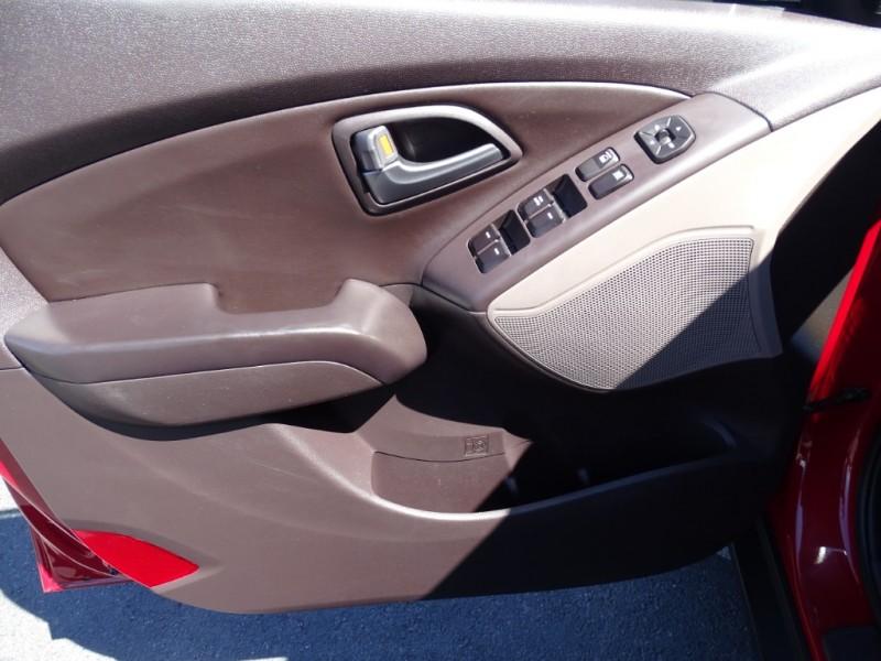 Hyundai Tucson 2015 price $12,995