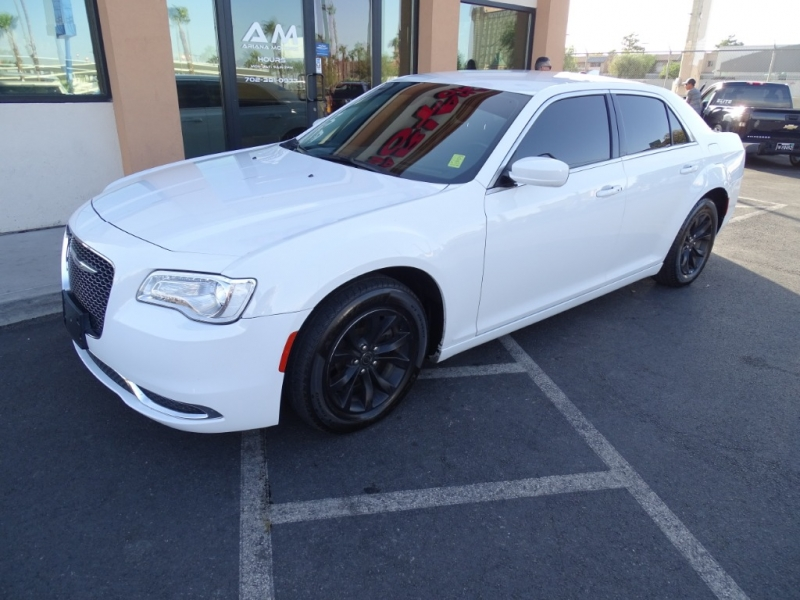 Chrysler 300 2016 price $14,389