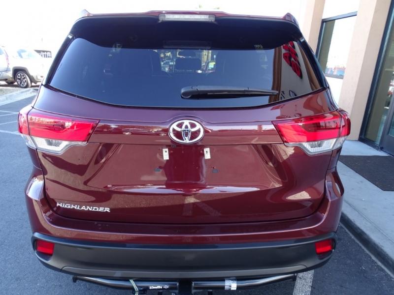 Toyota HIGHLANDER 2017 price $21,995