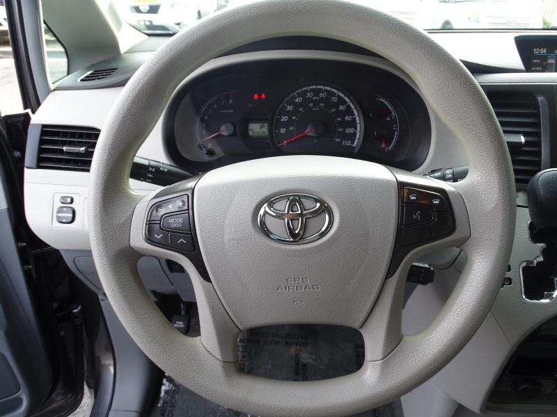 Toyota Sienna 2014 price $13,995