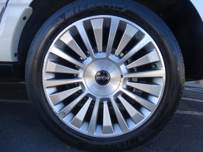 Lincoln Navigator 2015 price $18,995