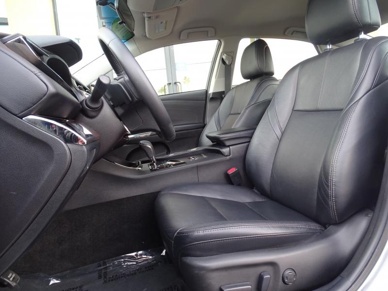 Toyota Avalon 2015 price $16,995