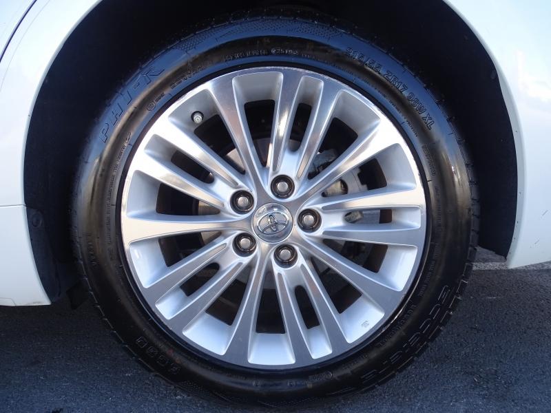 Toyota Avalon Hybrid 2015 price $15,995
