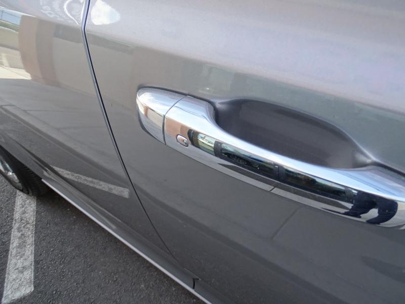 Chrysler 300 2011 price $11,995