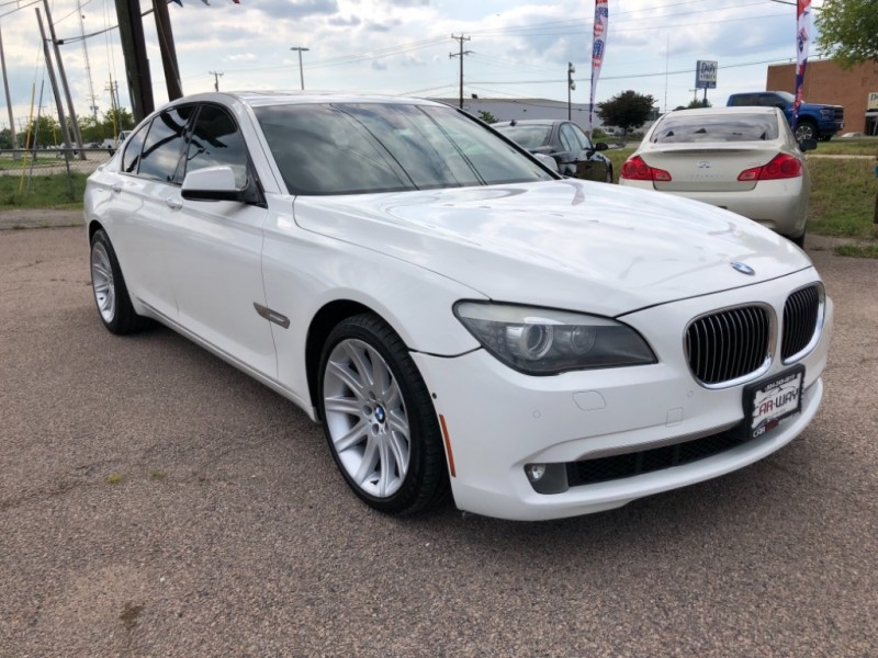 BMW 7-Series 2009 price $12,900