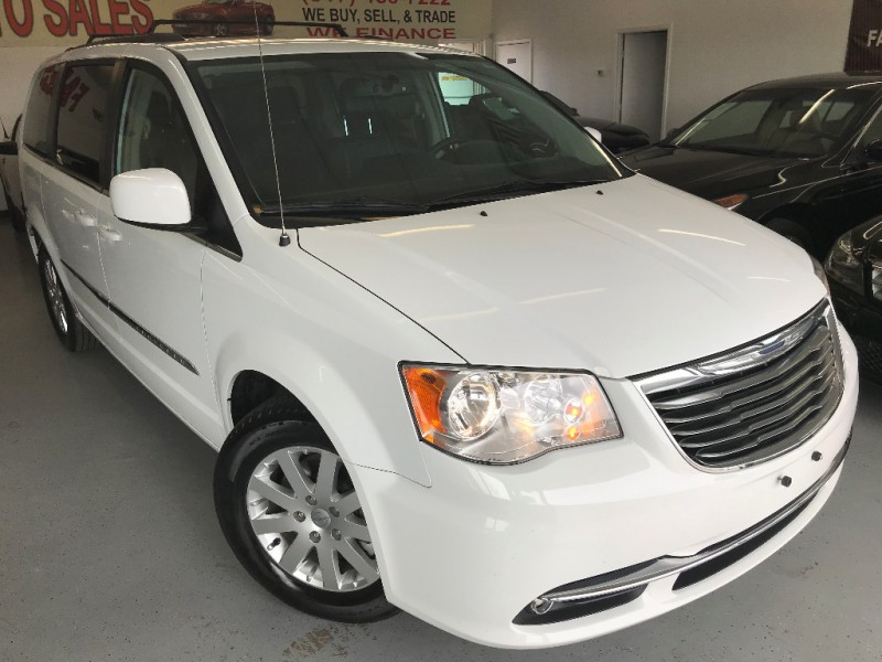 Chrysler Town & Country 2014 price $11,500