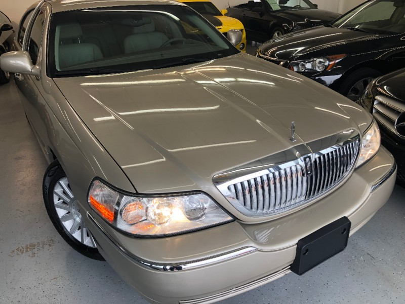 Lincoln Town Car 2004 price $6,500